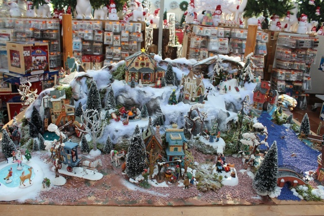 christmas village displays with lemax houses department. Black Bedroom Furniture Sets. Home Design Ideas