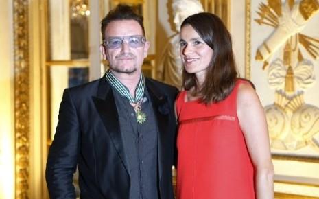 Bono fait commandeur des Arts et des Lettres