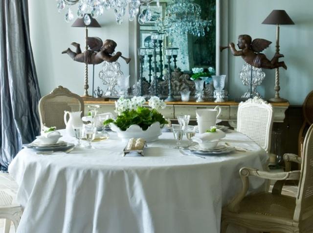 des tables bien habill es. Black Bedroom Furniture Sets. Home Design Ideas