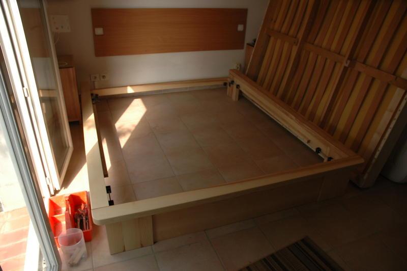 good fabriquer un cadre de lit 12 le sommier lattes su0027est vu amputer de ses pieds et son. Black Bedroom Furniture Sets. Home Design Ideas
