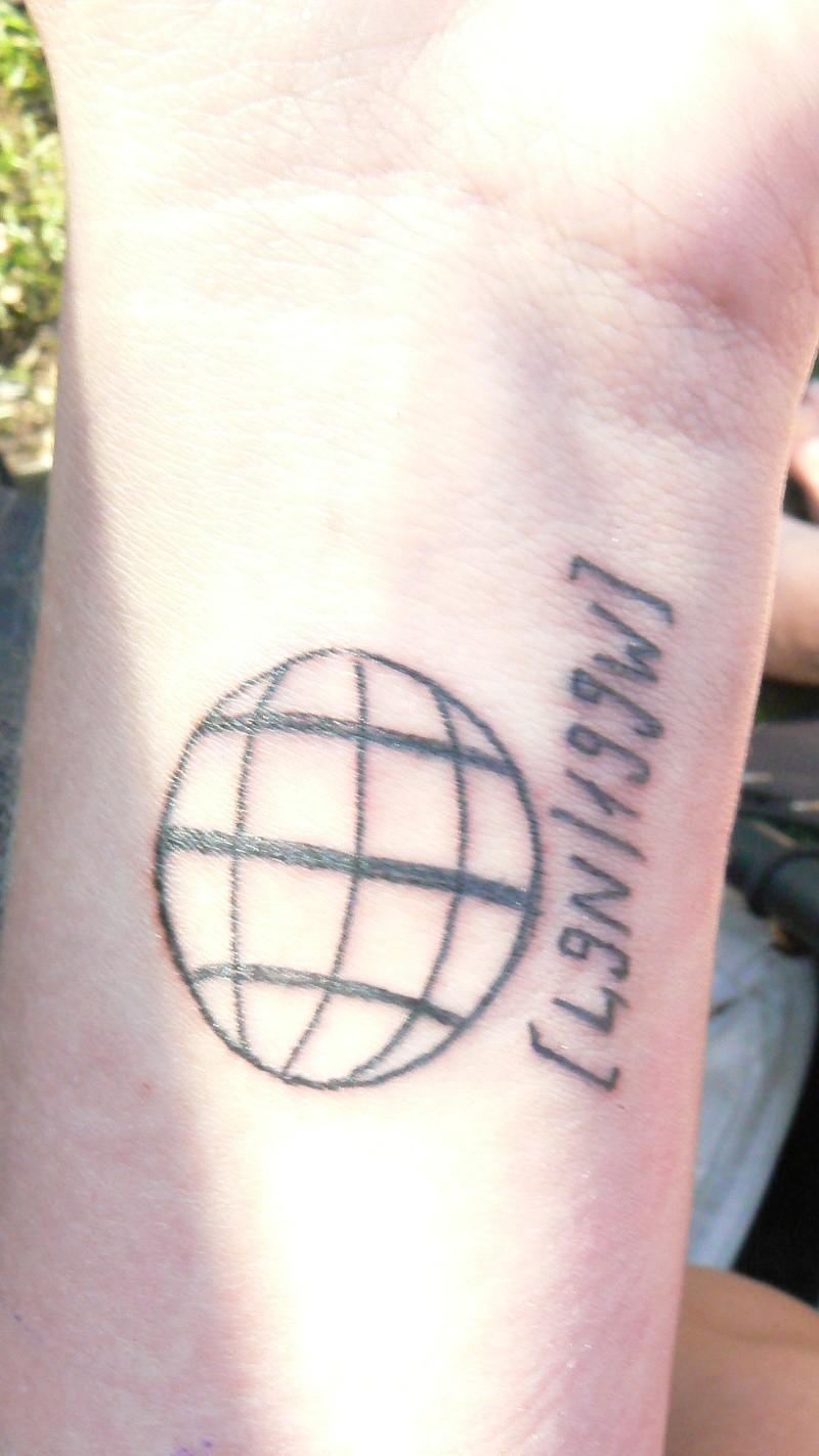 Vos tatouages et projets de tatouages - Tatouage globe terrestre ...